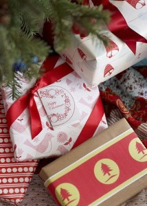 8 Christmas Wrapping Relay